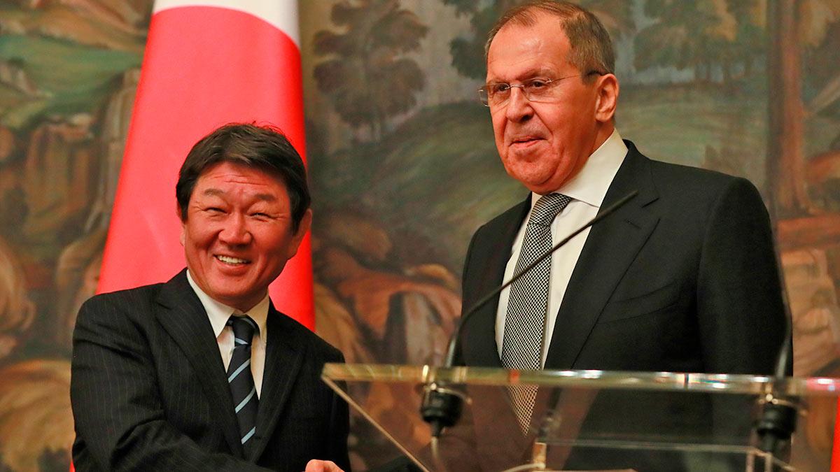 Тосимицу Мотэги и Сергей Лавров