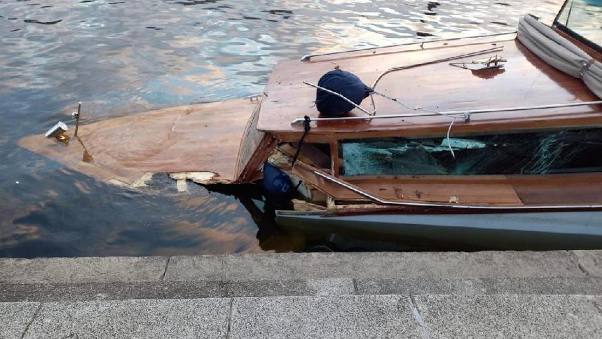 катер столкнулся с мостом и затонул