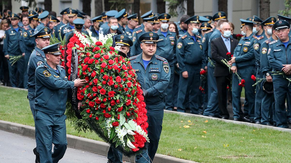 Церемония прощания с главой МЧС Зиничевым в Москве
