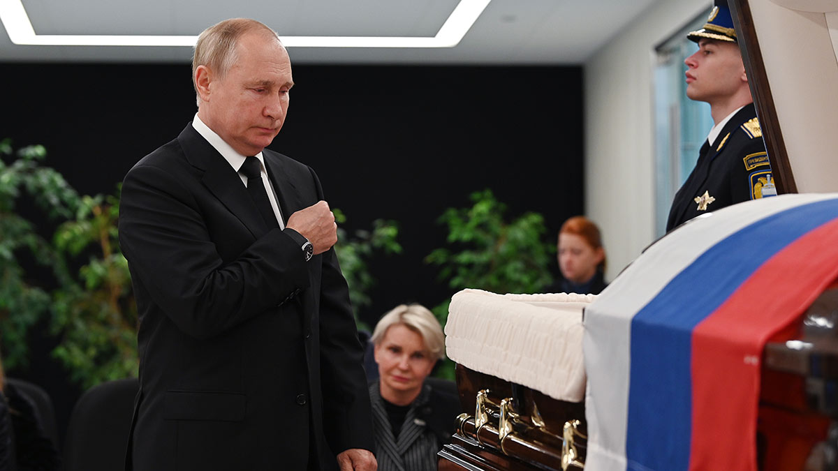 Президент РФ Владимир Путин на церемонии прощания с главой МЧС РФ Евгением Зиничевым