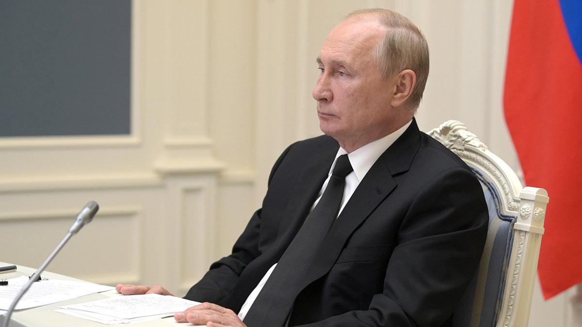 Путин сообщил, что должен перейти на самоизоляцию