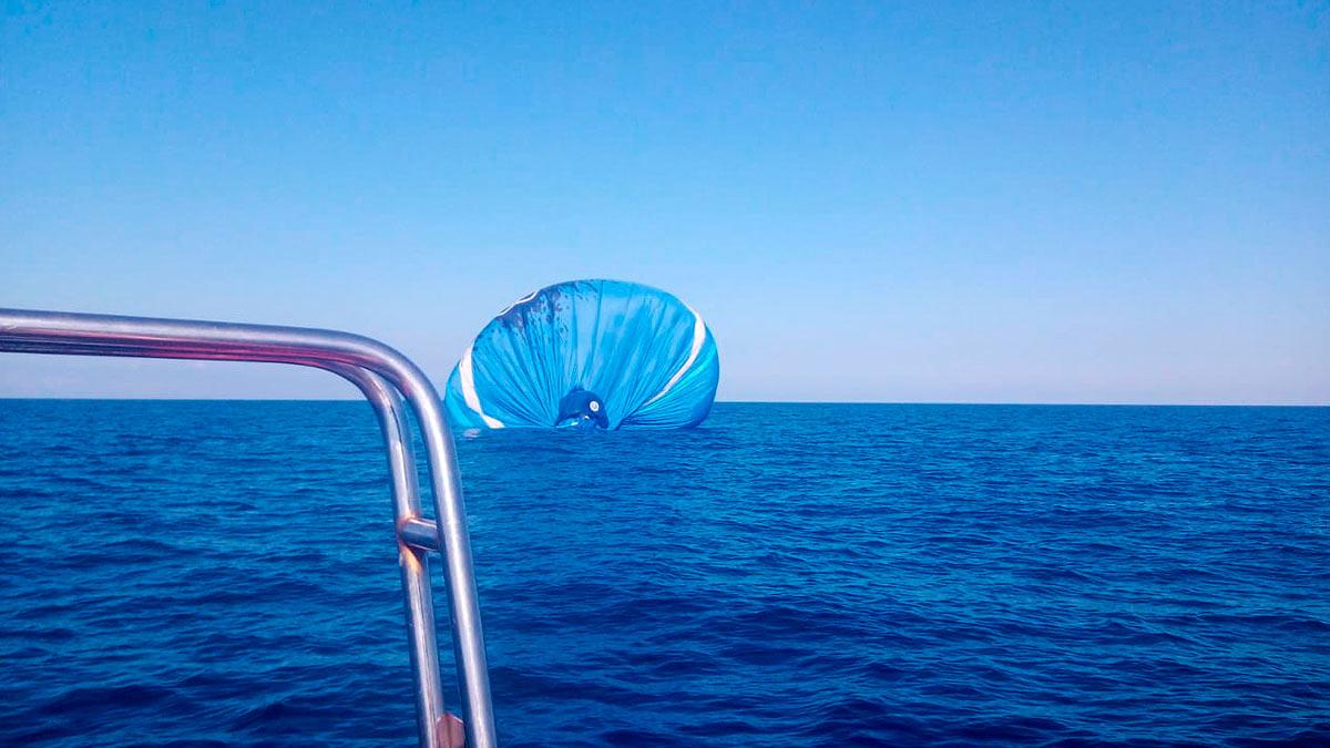 Воздушный шар с людьми упал в море в Лазаревском районе Сочи