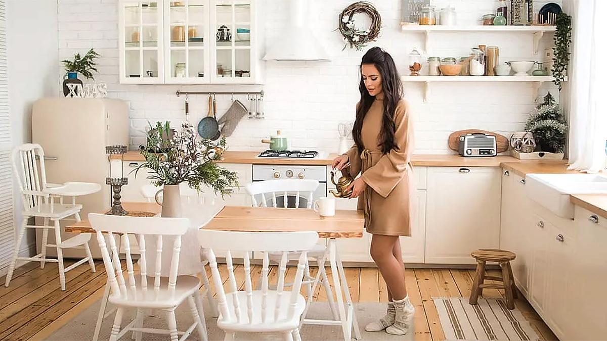 современная кухня интерьер девушка