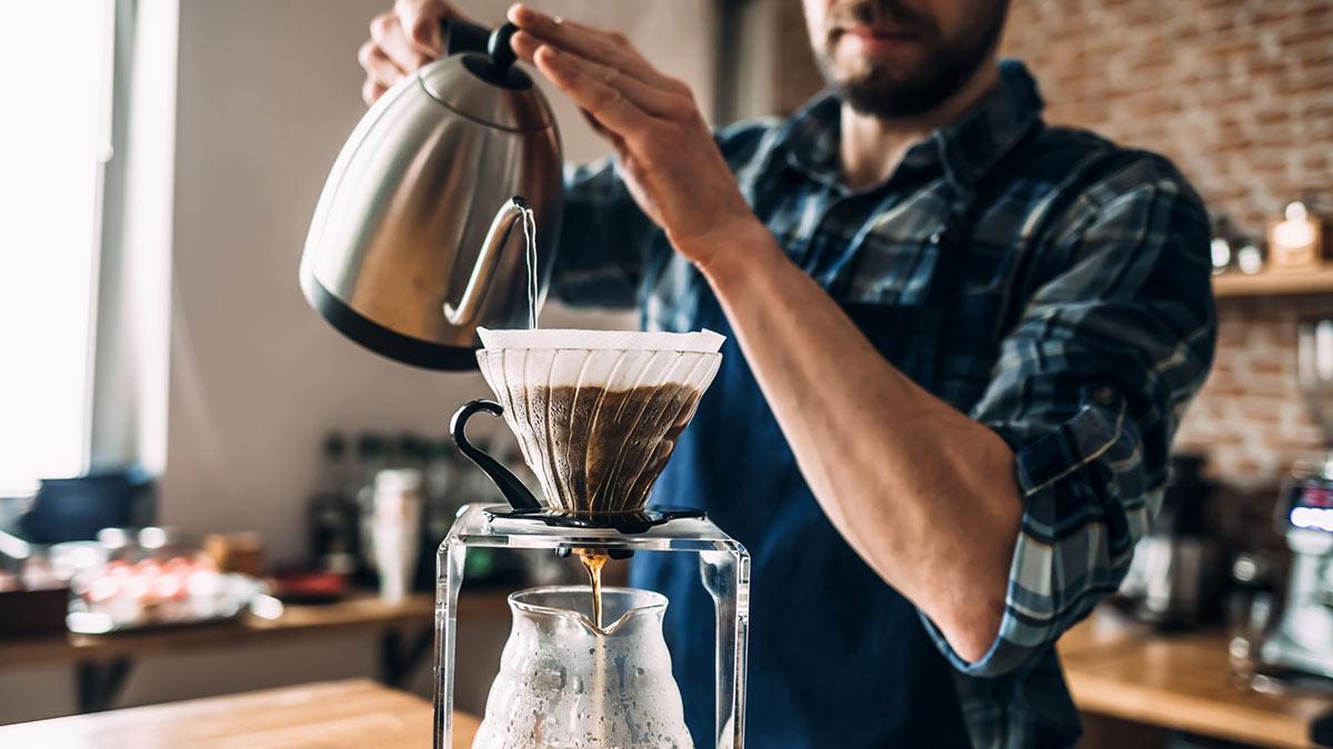 Процесс заваривания кофе