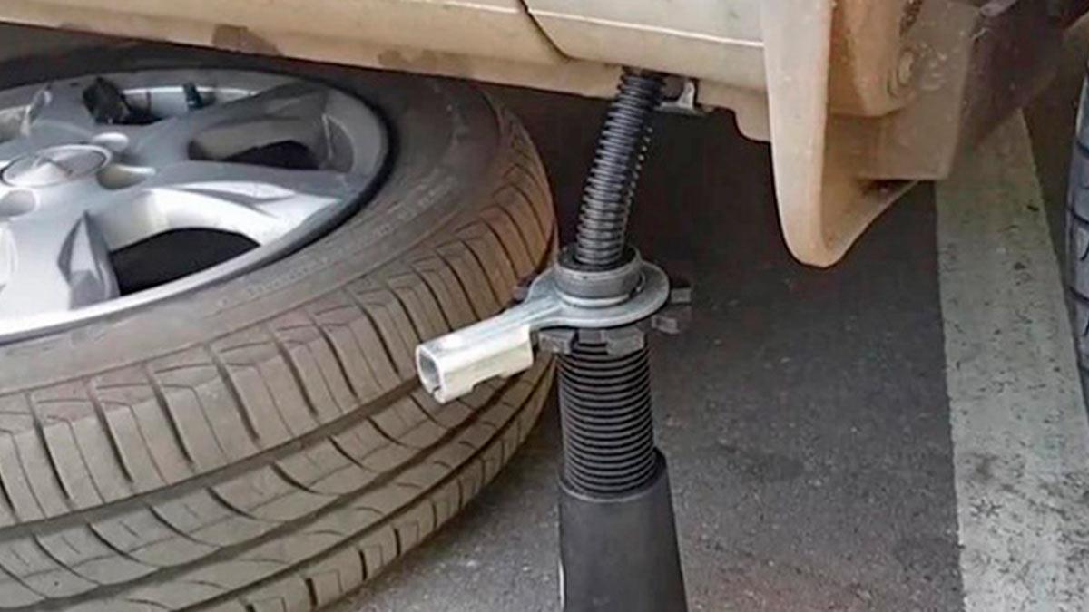 штатный набор автомобилиста никогда не поможет