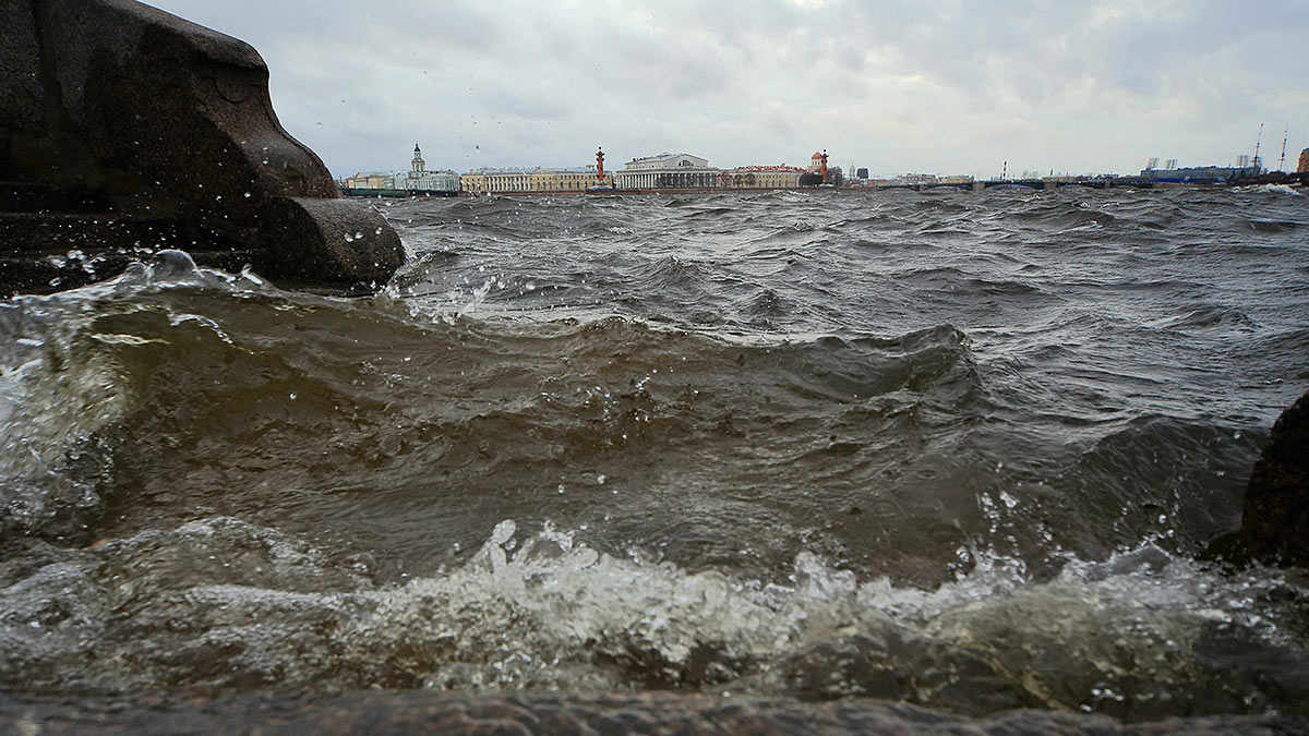 шторм в городе Санкт-Петербург