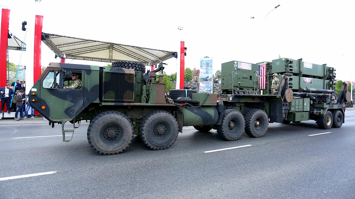 Военный тягач США в Варшаве