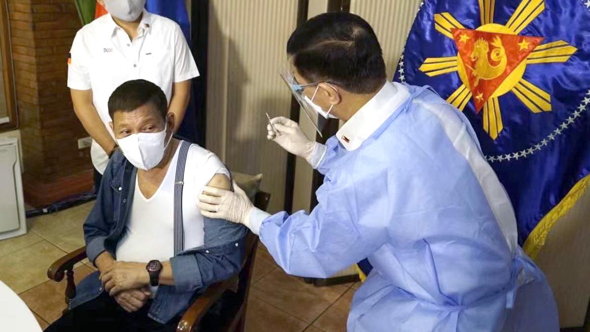 Дутерте предложил вакцинировать нерешающихся сделать прививку во сне