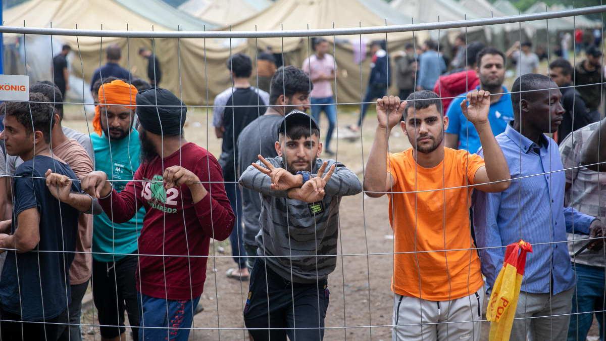 Нелегальные мигранты в лагере Литвы