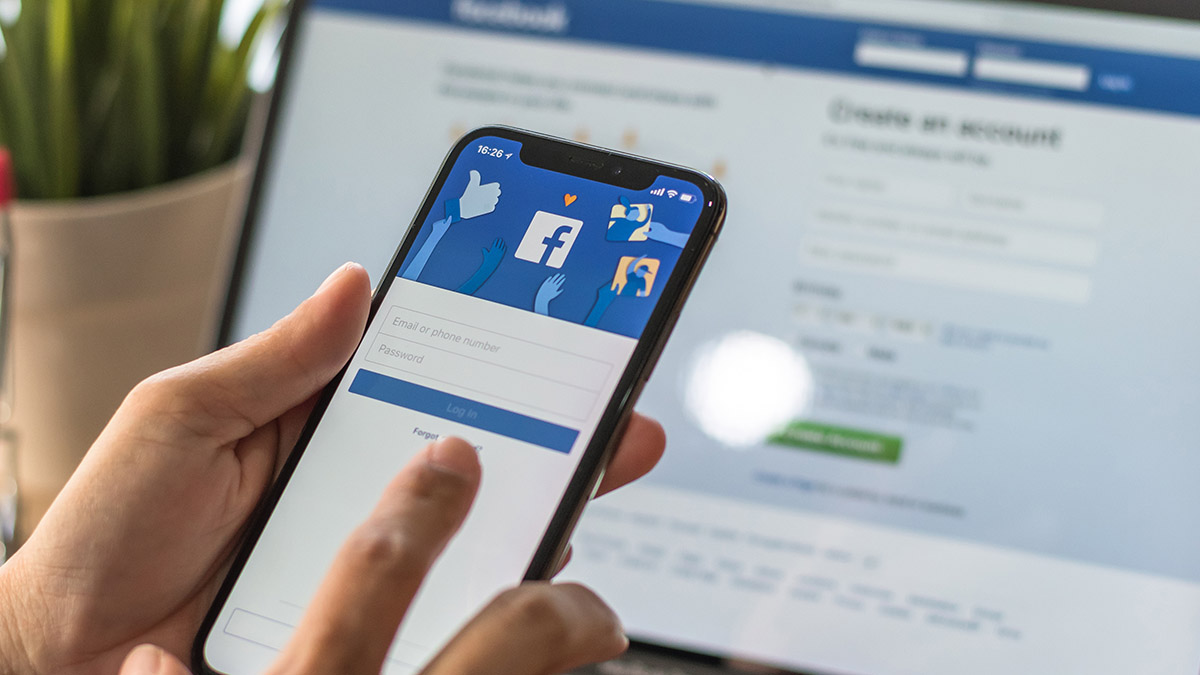 Роскомнадзор собрался заставит Facebook заплатить штраф