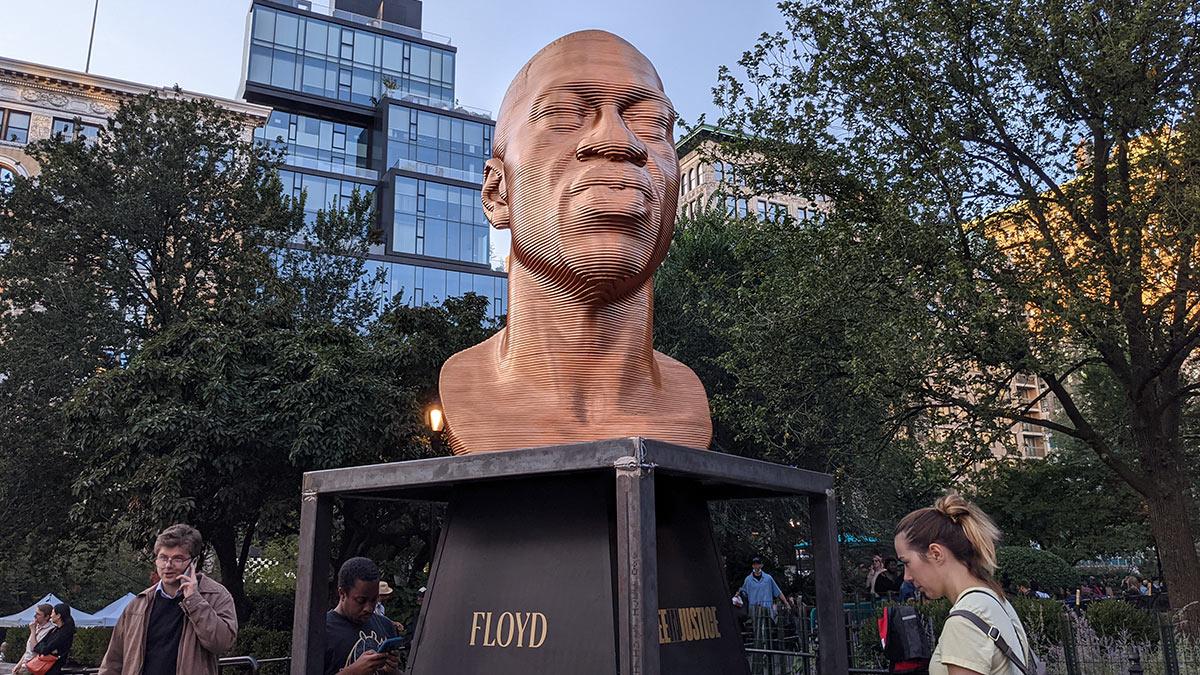Мемориал Джорджа Флойда на Юнион-сквер в Нью-Йорке