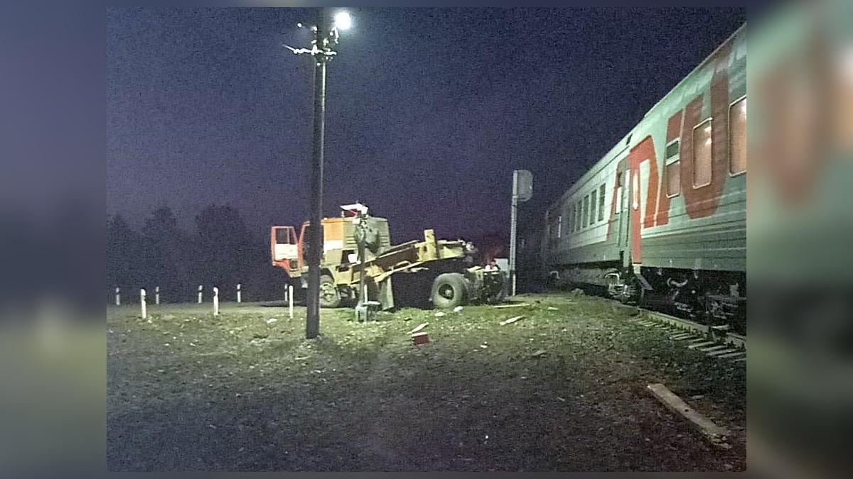 пассажирский поезд столкнулся с грузовым автомобилем в Пензенской области