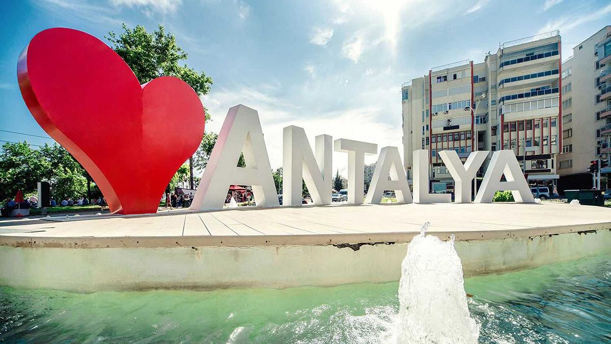 Россияне отдыхают в Анталье вместо Сочи